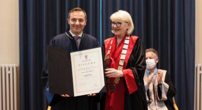 Verleihung der Ehrendoktorwürde_I. Repusic, Rektorin Dijana Vican (Credit Universität Zadar)