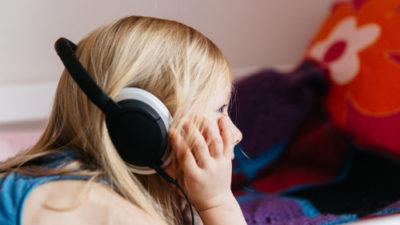 Kind mit Kopfhörer © BR\Sylvia Bentele
