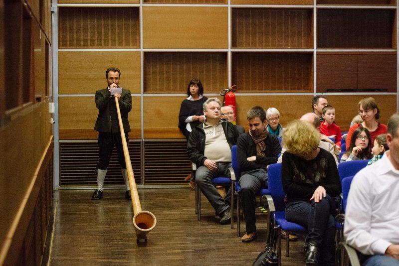 2. Klassik zum Staunen 2014-2015_Franz Kanefzky mit Alphorn © Lisa Hinder