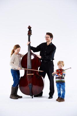 Florian Eutermoser mit seinen Kindern (C) Denis Pernath