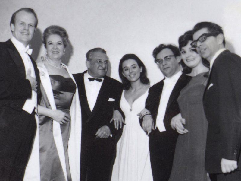 Heinz Wallberg dirigiert 1967 als Gastdirigent sein erstes Sonntagskonzert. Von links: William Blankenship, Ingrid Bjoner, Alfred Schršter, Ingeborg Hallstein, Heinz Wallberg, Regina Sarfaty und Gerhard Haffner. Credit BR/Fred Lindinger