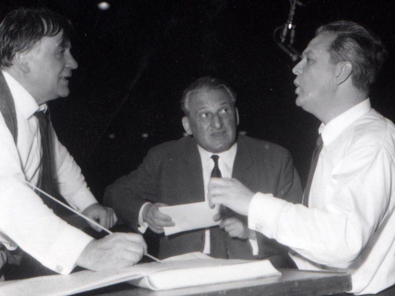 Das Sonntagskonzert mit Gundula Janowitz, Theo Adam (rechts) und Nikola Nikolov im Kongresssaal des Deutschen Museums. Kurt Eichhorn (links) dirigiert das Münchner Rundfunkorchester. Credit BR/Fred Lindinger