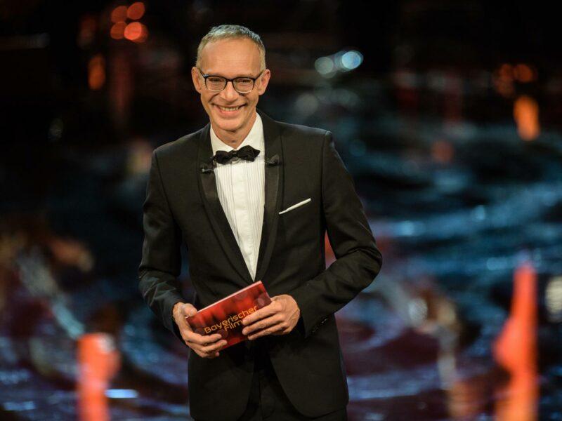 Christoph Süß moderiert die Verleihung des Bayerischen Filmpreises 2017. Gala am 19. Januar 2018 (dpa / Matthias Balk)