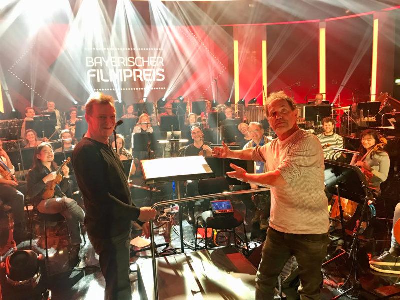 Bayerischer Filmpreis 2019_Uwe Ochsenknecht, Andreas Kowalewitz und Rundfunkorchester (Credit Florian Lang)