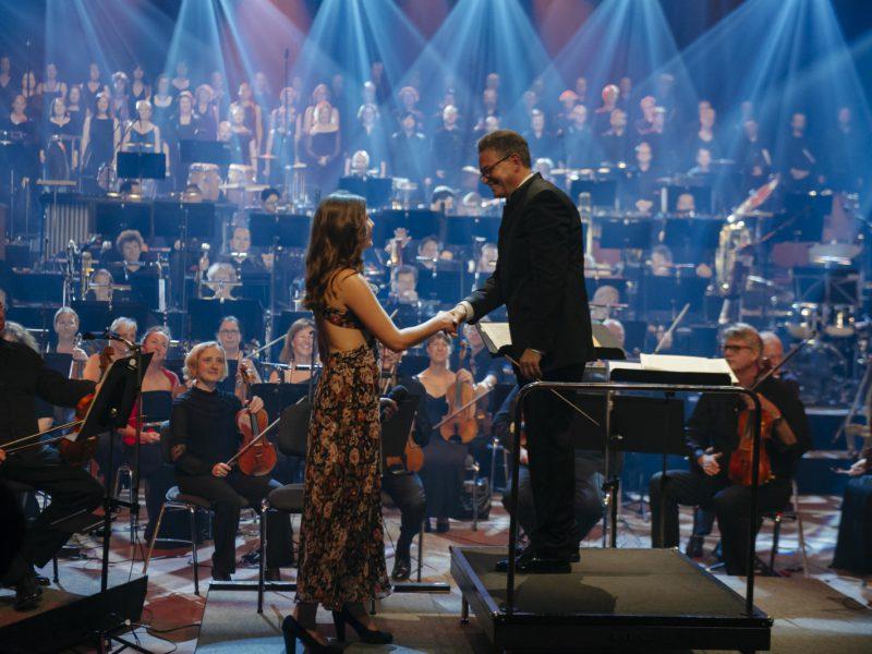 Sounds of Cinema 2016, Antonia Welke und Ulf Schirmer Handschlag (C) BR/Philipp Kimmelzwinger