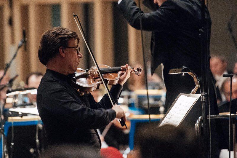 Henry Raudales als Solist in Respighis Violinkonzert 2017 (c) Julia Müller