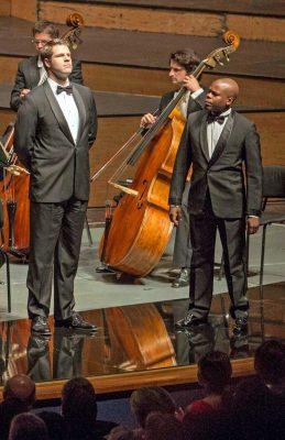 Martin Schöne (Kontrabass) bei der Aufführung von Puccinis Manon Lescaut bei den Salzburger Festspielen 2016