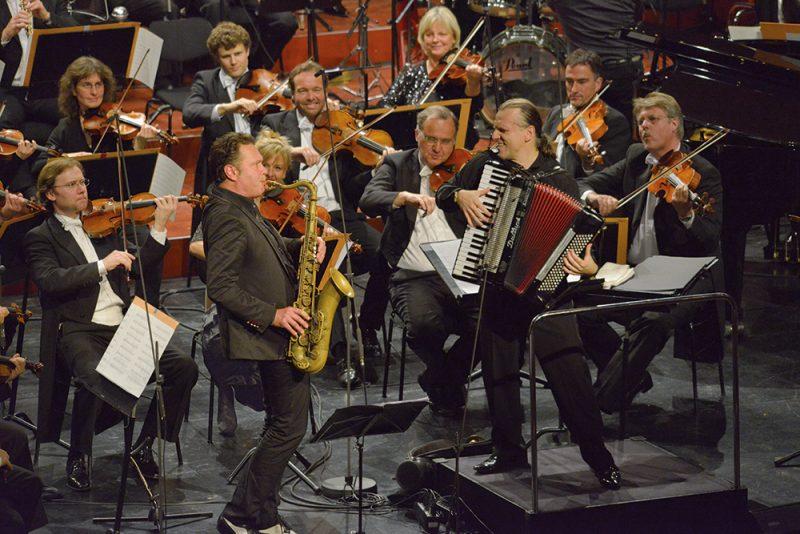 Mulo Francel und das Münchner Rundfunkorchester Mocca Swing 2017 (c) Franz Heller