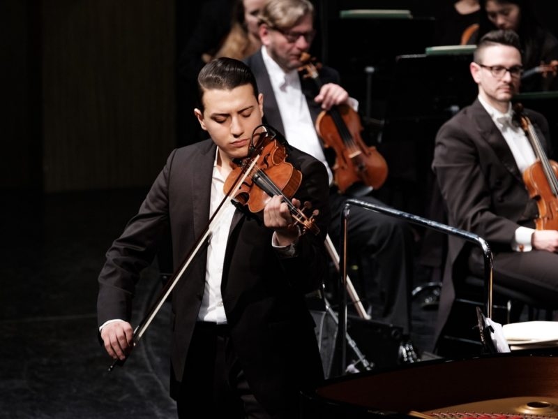 Sandro Roy und das Münchner Rundfunkorchester © Uli Neumann-Cosel