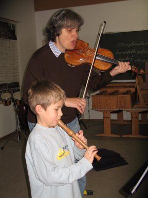 Stefana Titeica an der Grundschule Wolfersdorf (Credit: Martina Oberhauser)