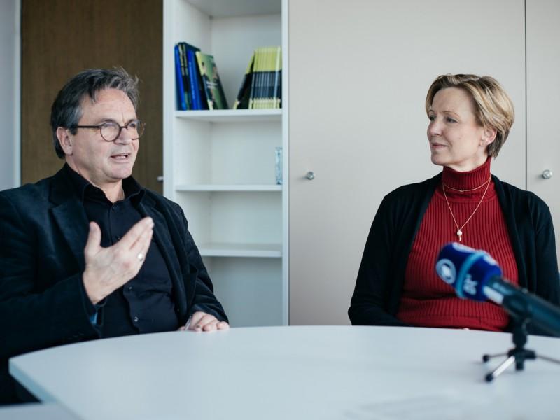 Ulf Schirmer und Orchestermanagerin Veronika Weber (c) Julia Müller